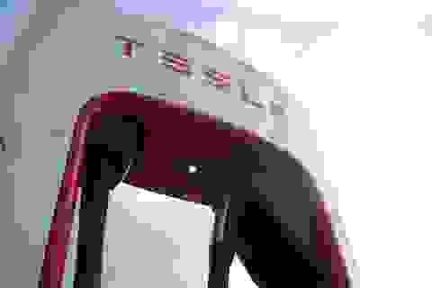"""Tesla thực sự là """"vua"""" kinh doanh, bán cái gì cũng chạy"""