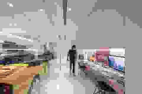 """Nhà đơn giản thiết kế lạ """"khoe"""" bộ sưu tập xe hơi đắt tiền của gia chủ"""