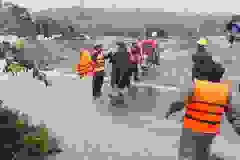 Hàng trăm hộ dân bị ngập lụt, khẩn trương di dời khỏi khu vực nguy hiểm
