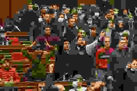 Người Armenia đột kích nhà chính phủ, đánh ngất xỉu Chủ tịch Quốc hội