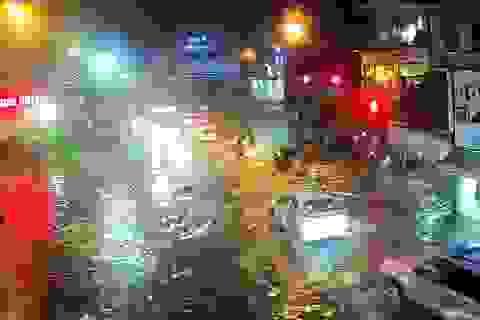 Thừa Thiên Huế: Mưa cực lớn ở thượng nguồn, nước lũ ào vào phố