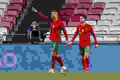"""C.Ronaldo lập công, Bồ Đào Nha thắng tới """"7 sao"""""""
