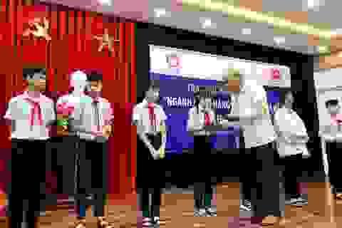 Đà Nẵng: Trao 100 triệu đồng học bổng hỗ trợ học sinh nghèo vượt khó