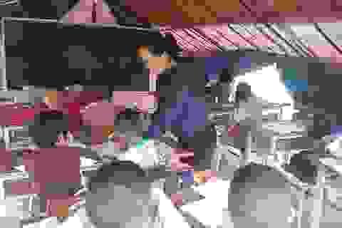 Chùm ảnh: Gian nan lớp học dựng bằng lán tạm sau lũ giữa rừng Trường Sơn