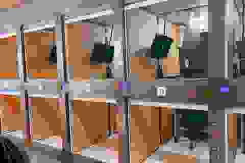 """Bên trong văn phòng """"con nhộng"""" tại Nhật: Miễn phí Wi-Fi, TV, sạc điện..."""