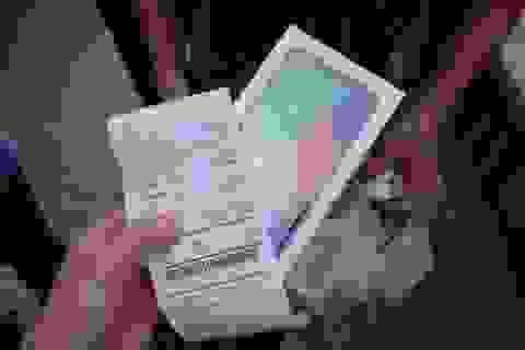 iPhone, mỹ phẩm xách tay được rao bán tràn lan trên Lazada, Shopee