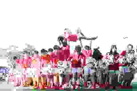 """Học sinh Chu Văn An """"hoán đổi"""" thú vị trong ngày hội thể thao"""