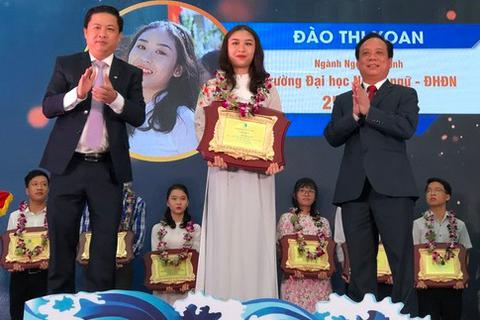 Đại học Đà Nẵng vinh danh thủ khoa 2020