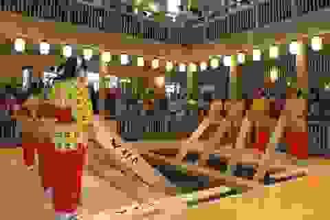 Nghệ thuật múa làm nguội nước tắm onsen ở Kusatsu