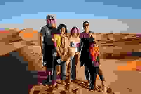 """Gia đình """"du mục"""" vừa nuôi 3 con vừa đi du lịch vòng quanh thế giới"""