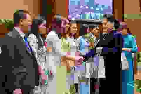 Chủ tịch Quốc hội gặp gỡ các nhà giáo tiêu biểu toàn quốc