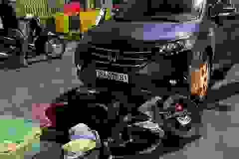 Quảng Ngãi: Xe máy chở phụ nữ mang thai bị ôtô kéo lê 500 m