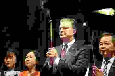Đại sứ Mỹ thăm Văn Miếu, dâng hương tưởng niệm danh nhân văn hóa Chu Văn An