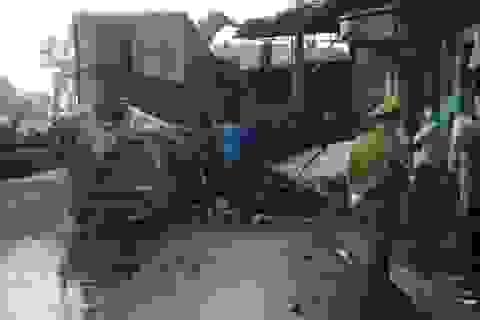 Xe container lao vào nhà dân rồi bốc cháy ngùn ngụt, 1 người tử vong