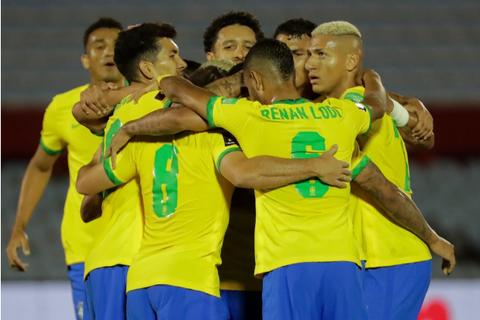Cavani nhận thẻ đỏ, Uruguay thua cay đắng Brazil