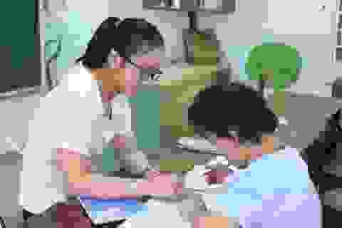 """Cảm phục những cô giáo luôn nhẫn nhịn, chăm sóc những """"đứa con"""" đặc biệt"""