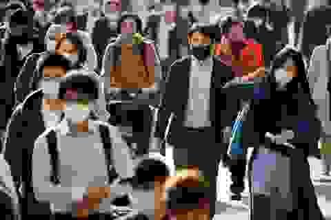 """Thủ tướng Nhật kêu gọi dân """"cảnh giác tối đa"""" vì 2.200 ca Covid-19 một ngày"""