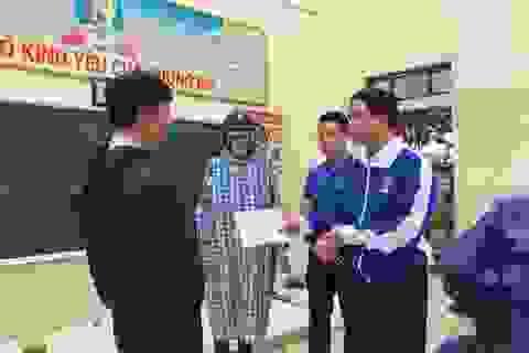 Tỉnh đoàn Quảng Bình hỗ trợ 20 triệu đồng cho trường học tốc mái trong bão