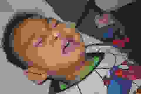 Chung tay cứu bé trai 19 tháng tuổi từ vùng lũ Quảng Trị
