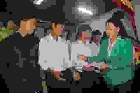 Quảng Trị: Trao hàng trăm suất quà, học bổng đến học sinh miền núi khó khăn