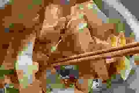 Đà Nẵng: Ăn bánh tráng trộn hàng rong, 6 người nhập viện