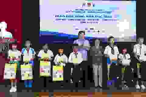 Phú Yên: Trao 110 suất học bổng đến học sinh nghèo hiếu học