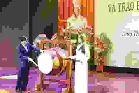 Bộ trưởng Nguyễn Ngọc Thiện đánh trống khai giảng Học viện Âm nhạc Huế