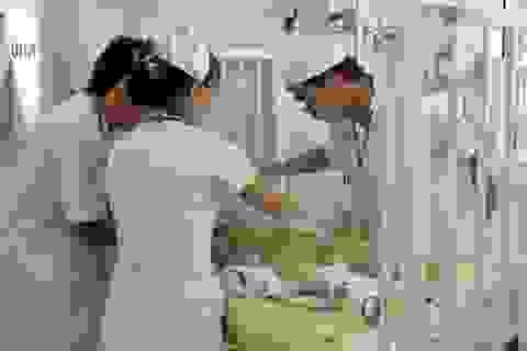 Bé gái hơn 3 tuổi bị mẹ đánh chấn thương sọ não