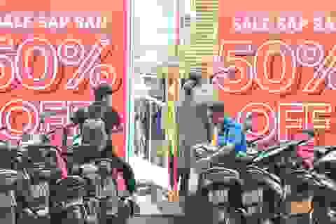 Hà Nội: Các cửa hàng đồng loạt treo biển giảm giá trước ngày Black Friday