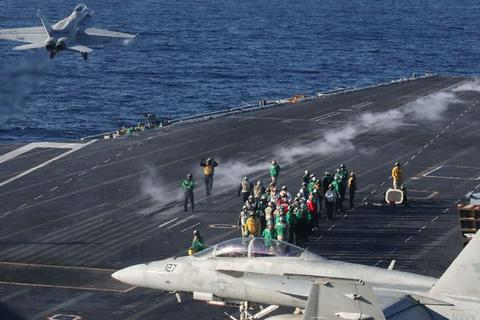 Mỹ triển khai tàu sân bay đến Vùng Vịnh giữa lúc căng thẳng leo thang