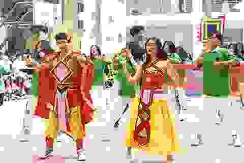 Rực rỡ bữa tiệc flashmob của teen THPT Chuyên Sư phạm