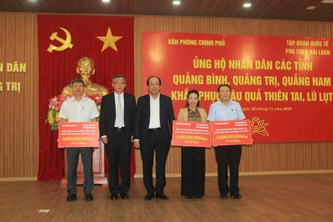 Lãnh đạo Văn phòng Chính phủ trao 6 tỷ đồng hỗ trợ 3 tỉnh miền Trung