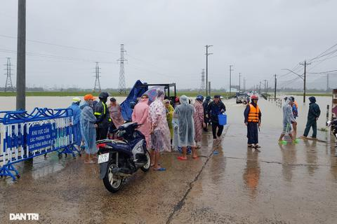 Học sinh Khánh Hòa nghỉ học ngày 1/12 vì mưa lũ