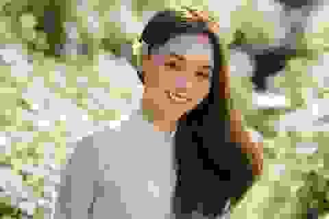 Thiếu nữ Hà thành đọ sắc với loài hoa báo hiệu mùa đông Hà Nội