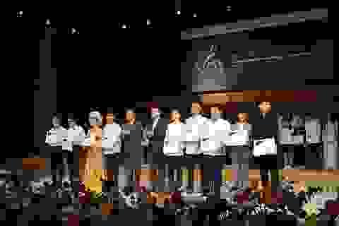 Toyota tặng học bổng cho sinh viên âm nhạc