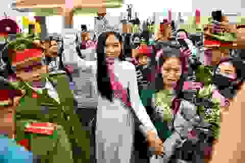 Người dân quê nhà chào đón tân hoa hậu Đỗ Thị Hà trở về