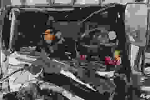 Va chạm cực mạnh trên cao tốc, tài xế và phụ xe tử vong