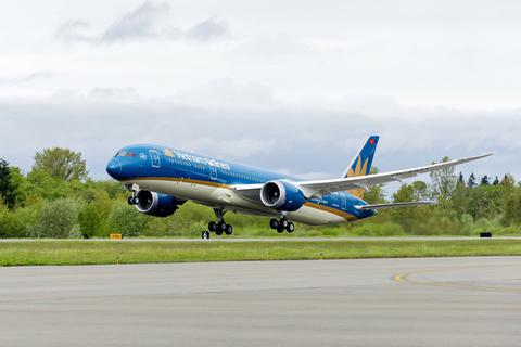 Vietnam Airlines xin lỗi việc tiếp viên vi phạm quy định cách ly Covid-19