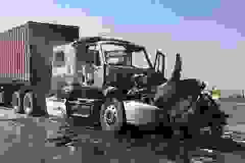 Xe container cháy dữ dội, giao thông cầu Phú Mỹ tê liệt nhiều giờ