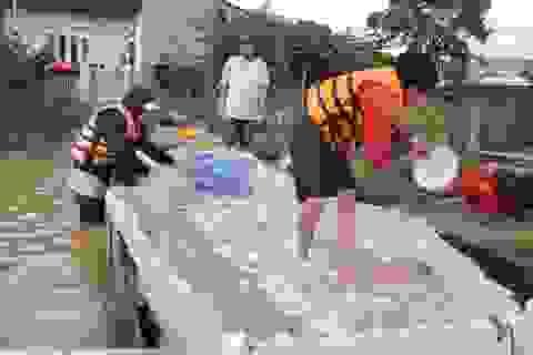 Một nam thanh niên mất tích trong mưa lũ khi đang chèo thuyền chở cá