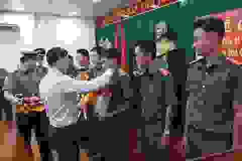 Khen thưởng các chiến sĩ công an tham gia phá vụ án cướp ngân hàng