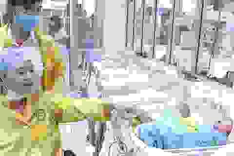 Bộ trưởng Y tế tặng bằng khen y bác sĩ cứu mẹ con thai phụ nguy kịch