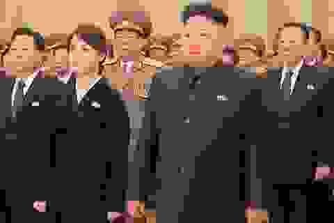 Ông Kim Jong-un viếng bố và ông nội