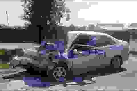 Cảnh sát Nga liều mình chặn ô tô, cứu 300 học sinh