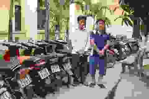 """Thuê người nghiện đi trộm xe máy rồi """"gom"""" lại để bán sang Lào"""