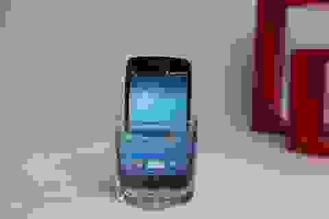 """Đập hộp Galaxy S4 Active """"nồi đồng cối đá"""" tại Việt Nam"""