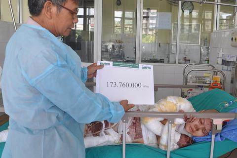 Hơn 173 triệu đồng đến với gia đình bị cháy chợ Phùng Khoang