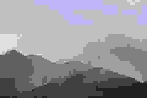 Hàng chục ha rừng bốc cháy trong nắng nóng