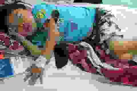 Đắng lòng nhìn bé 7 tuổi mồ côi cả cha lẫn mẹ bị ung thư máu