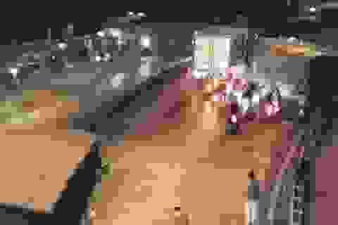"""Xe tải tuột dốc cán chết người """"xi nhan"""", 3 người bị thương"""